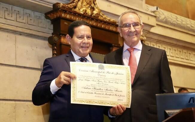 Mourão é homenageado na Câmara de Vereadores do Rio