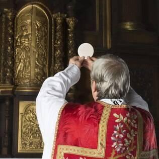 Para os católicos, o dia 25 de dezembro, por lembrar o nascimento de Cristo, é grande data de renovação e reflexão