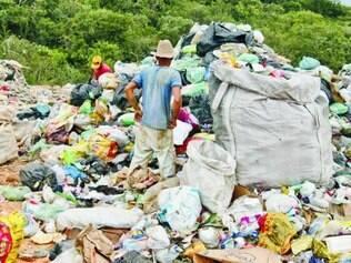 Risco. Contaminação do solo, explosões e disseminação de doenças são alguns dos riscos dos lixões