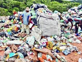 Esmeraldas. Lixão existe há 22 anos sem qualquer proteção ao meio ambiente