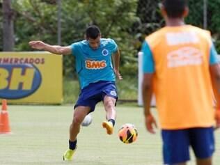 Miguel Samudio ficará pelo menos uma semana afastado dos treinos com bola na Toca da Raposa II