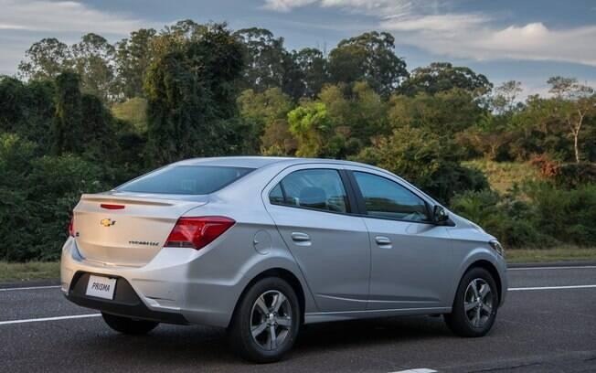 Chevrolet Prisma 2017: agora as lanternas do sedã estão bem parecidas com as do hatch