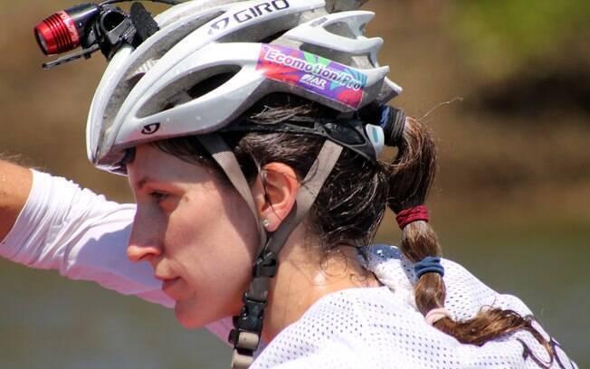 É importante se proteger na corrida, portanto  é fundamental usar capacete em diversos trechos da  prova. A luz ajuda ao anoitecer