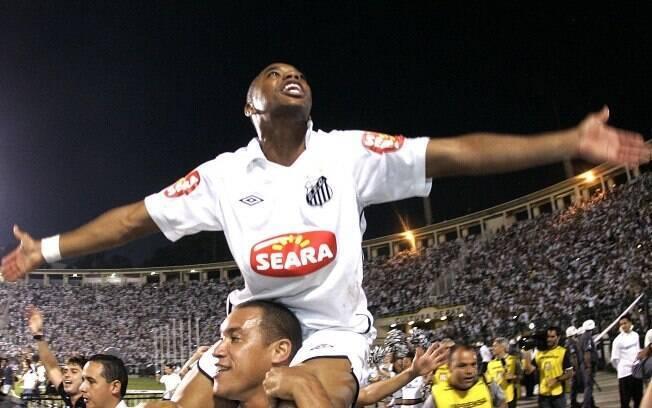 Robinho - Atacante ganhou a Copa do Brasil  pelo Santos em 2010 e voltou para o Milan porque  estava emprestado