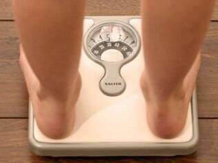 Para ajudar na redução de peso, reeducação alimentar clara e em longo prazo pode ser mais benéfica