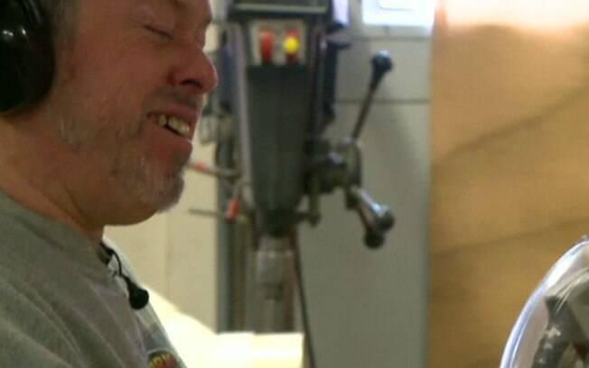 Marceneiro perdeu a visão há trinta anos devido ao diabetes