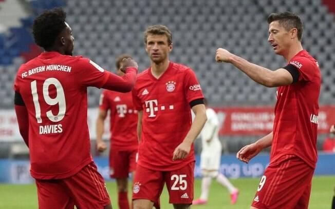 Jogadores do Bayern de Munique comemoram