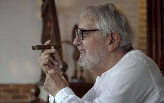 Paulo José, que convive com o Parkinson há 25 anos, em um dos momentos que surge no filme: