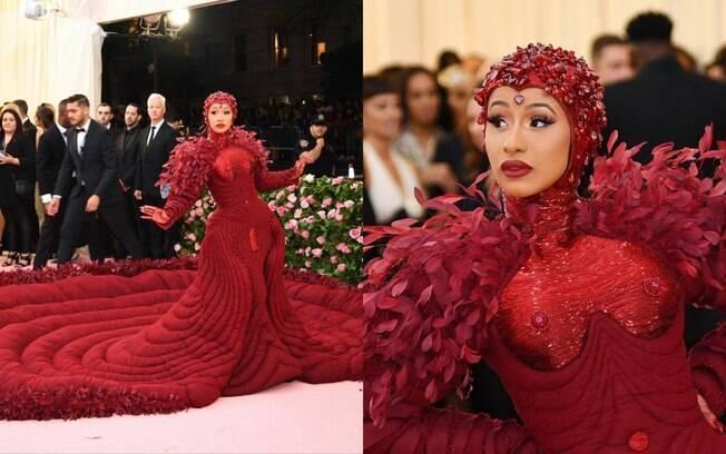 Cardi B chamou atenção em um vestido vermelho e levou todo drama com uma calda de três metros para o Met Gala 2019
