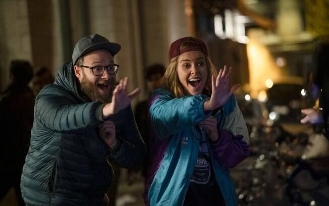 Cena de Casal Improvável, longa que estreia nos cinemas em 20 de junho, mas ganha pre-estreias pagas neste final de semana