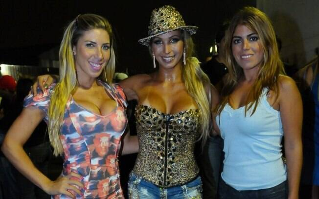 Valesca Popozuda com Tati Minerato e Raquel Pacheco na Águia de Ouro