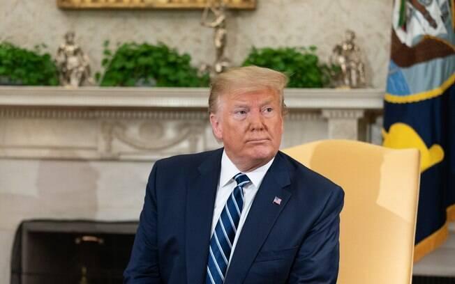 Donald Trump criticou embaixador e a primeira-ministra Theresa May
