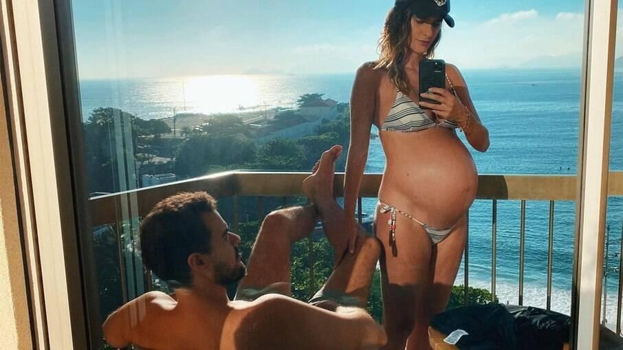 Marcella Fogaça mostra barrigão de grávida