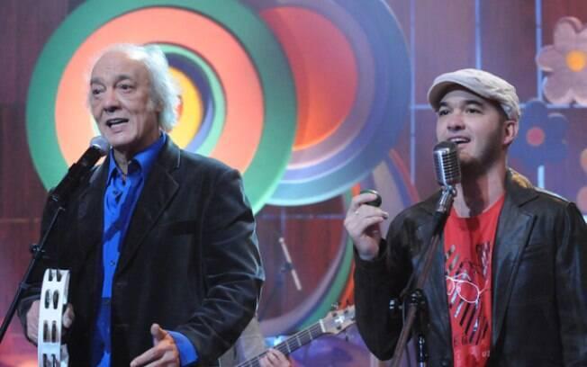 Erasmo Carlos e o filho, Alexandre Pessoal, juntos no palco do 'Som Brasil', em 2008