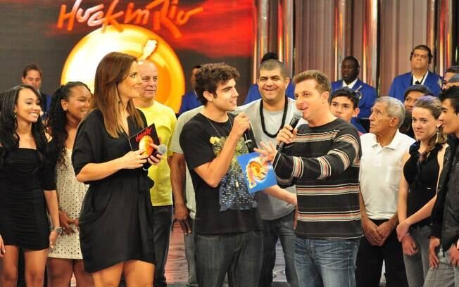 Luciano Huck agradece a presença dos convidados em sua festa na TV