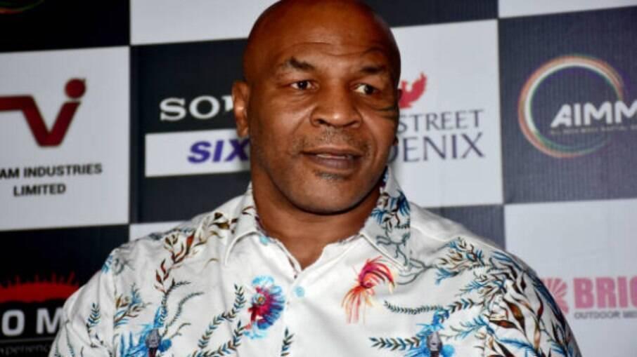 Mike Tyson deve enfrentar Evander Holyfield novamente
