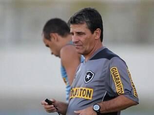 Técnico Eduardo Hungaro deverá voltar a acionar a equipe reserva do Botafogo
