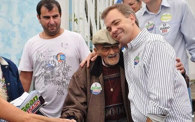 Gean Loureiro em campanha para o cargo de deputado estadual, em 2014