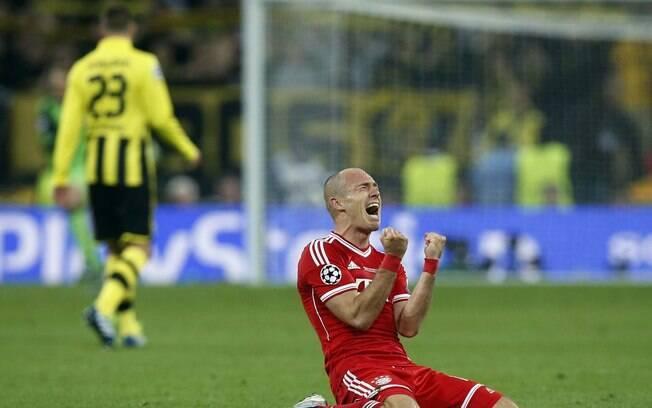 Robbenn vibra após marcar o gol do título do  Bayern de Munique