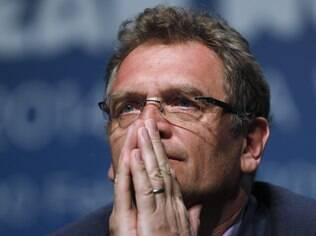 Diretor da Fifa faz piada por atraso da comitiva de Curitiba em entrevista - Home - iG