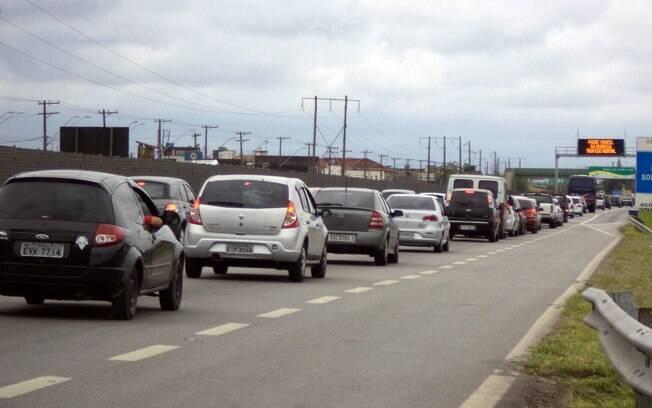 Motorista com destino aos litorais paulistas e fluminenses precisa de paciência neste final de semana
