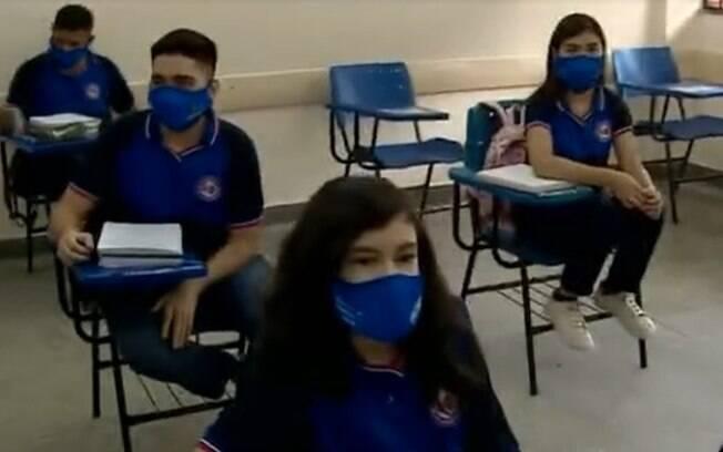 Alunos do ensino médio de Manaus voltam às aulas nesta segunda-feira (10)