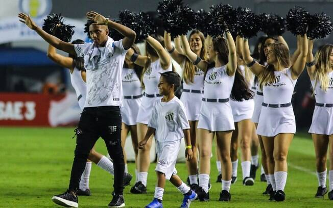 Rodrygo se despediu da torcida do Santos. Atacante está de saída para o Real Madrid
