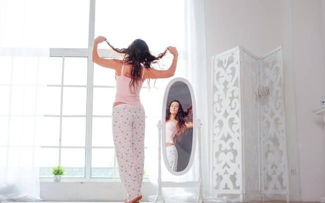 Um dos benefícios de dançar em casa é que ninguém vai ver se você está acertando ou errando os passos da coreografia