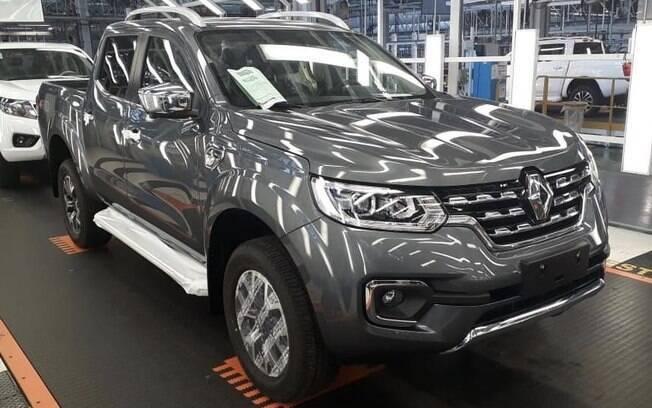 Primeira Renault Alaskan completa sai da linha de montagem na Argentina. É o fim de uma novela cheia de idas e vindas