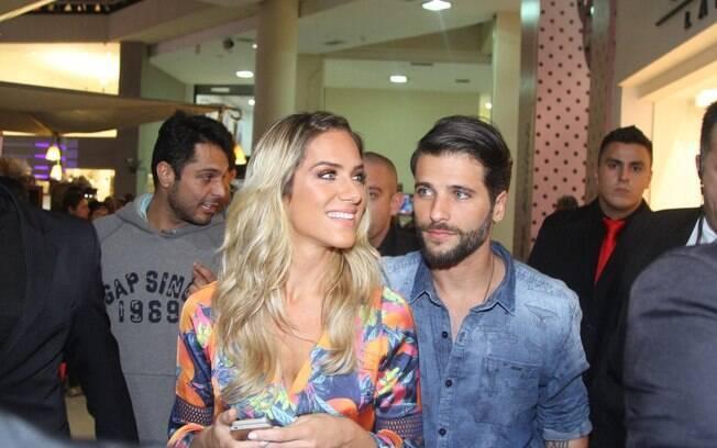 Bruno Gagliasso e Giovanna Ewbank deixam o Mega polo Moda