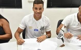 Multa de €50 milhões! Joia da base, Kaio Jorge assina 1º contrato com o Santos