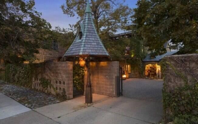 A casa em questão fica em Minnesota, nos EUA, e tem sua decoração inspirada em 'Harry Potter'
