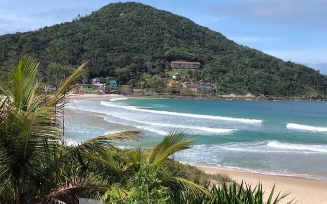 Praia de Quatro Ilhas, entre as praias de Santa Catarina, possui um cenário paradisíaco, como pode-se perceber na imagem