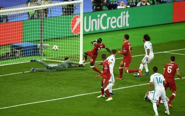 Golaço de Bale, falhas de Karius e lesão de Salah marcaram final entre Real Madrid e Liverpool