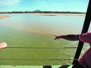 Areia.  Grandes bancos de areia formam-se ao longo do rio São Francisco no Norte de Minas