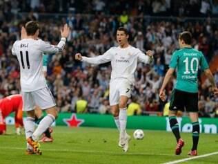Cristiano Ronaldo e Bale comemoram o primeiro gol do português na partida