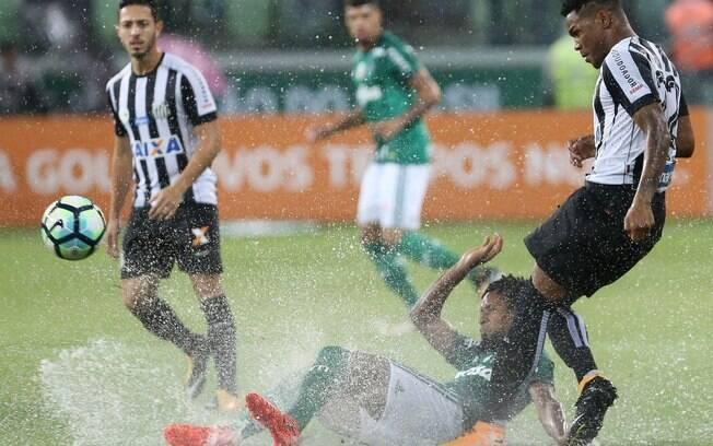 Palmeiras e Santos duelaram debaixo de muita chuva