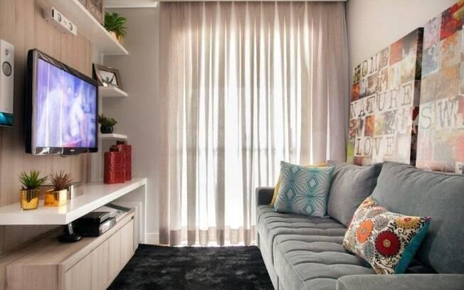 A sala é considerada o cômodo rei da casa, por isso é o local perfeito para investir na decoração que tenha a sua cara