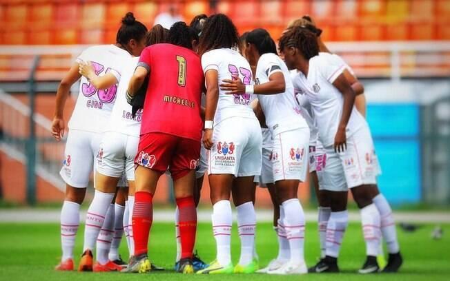 Time de futebol feminino do Santos dormiu em saguão de hotel