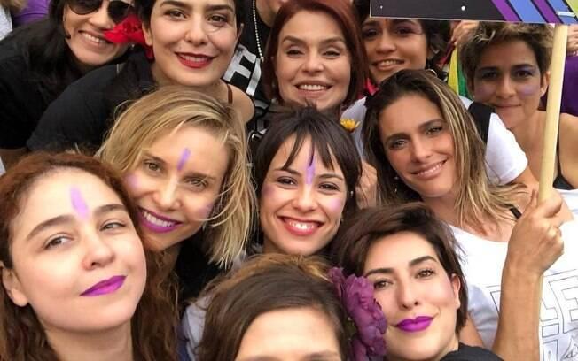 Famosos como Fernanda Paes Leme, Letícia Sabatella, Fernanda Lima, Paula Lavigne, Nanda Costa e Paula Bulamarqui estavam presente em ato contra Bolsonaro