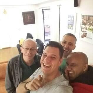 Nego Branco, o novo cantor do Exaltasamba, com  Thell e Brilhantina