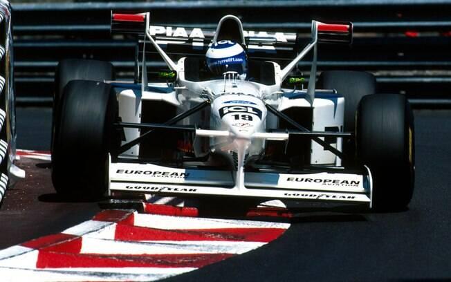 A Tyrrell venceria o prêmio de equipe de gosto mais duvidoso caso ele existisse na F1. O 025 tinha asas laterais escandalosamente elevadas
