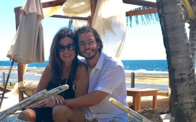 Em comemoração de 4 meses de namoro, Fátima Bernardes e Túlio Gadêlha decidiram viajar para Porto de Galinhas
