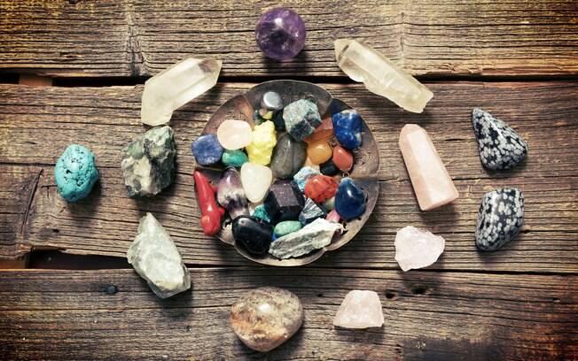 Antes de responder sobre como usar cristais no dia a dia, é preciso escolher a pedra mais adequada para os seus objetivos