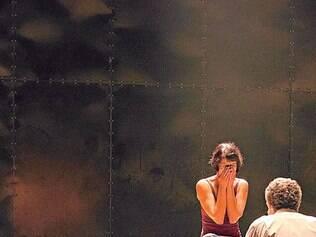 """Diálogo. Atores interpretam """"Sarabanda"""" como uma peça de teatro, mas têm suas imagens projetadas em tempo real"""