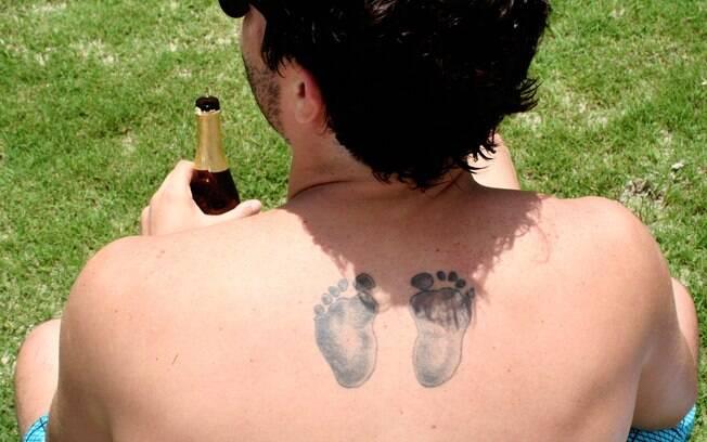 Detalhe da tatuagem de Thiago Rodrigues: os pezinhos do filho Gabriel