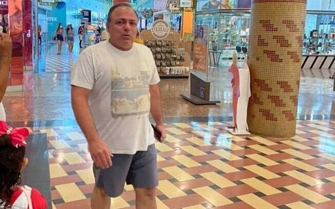 Pazuello flagrado sem máscara dentro de Shopping de Manaus