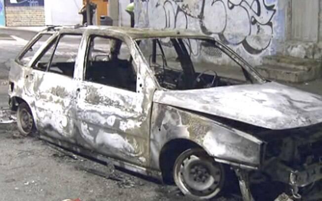 Carro foi incendiado durante protesto em São Paulo