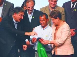 Pré-candidato ao governo de Minas, Pimentel acompanhou Dilma