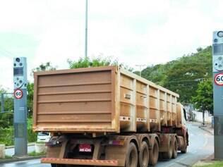 Justiça. Além dos radares desligados, MG–030 agora recebe mais caminhões por causa de proibição da circulação deles em estrada próxima